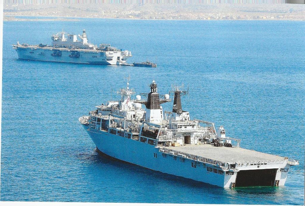 HMS Bulwark lands commandos in the Arctic - GOV.UK